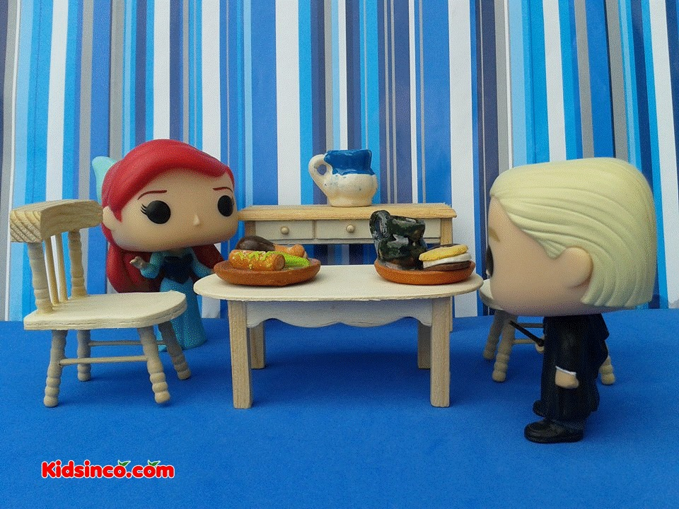 ariel_draco_table_chairs_restaurant_funko_kidsinco